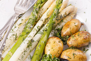 MijnAardappel.nl - De aspergetijd is weer aangebroken: lekker met aardappelen erbij!